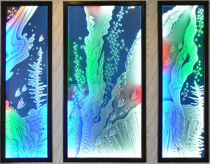 Пескоструйный витраж с цветной подсветкой