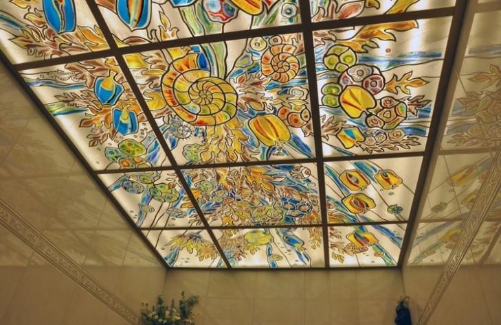 Витражный потолок с подсветкой