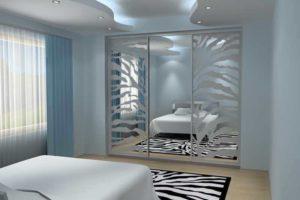 Монтаж шкафов-купе с зеркальными пескоструйными дверями